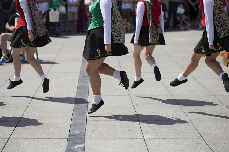people doing traditional irish dances in a festival
