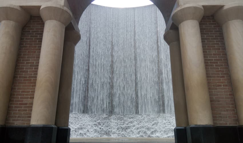the water wall sculpture in houston