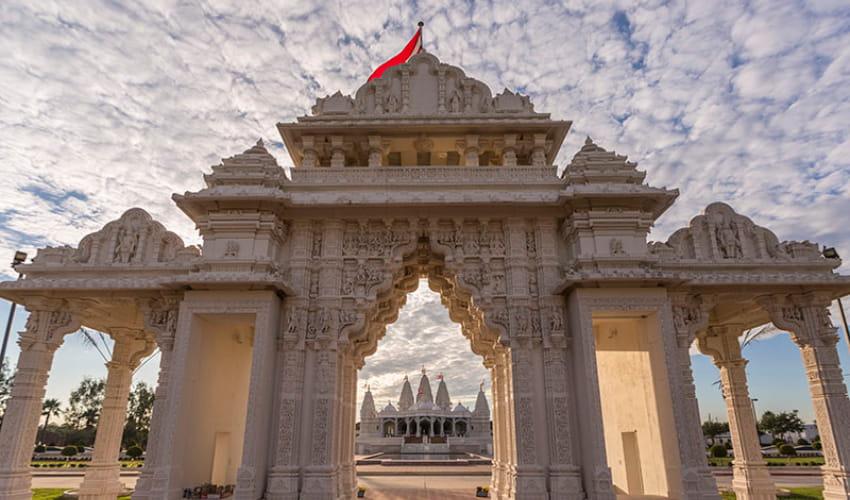 the baps hindu shrine gate in houston