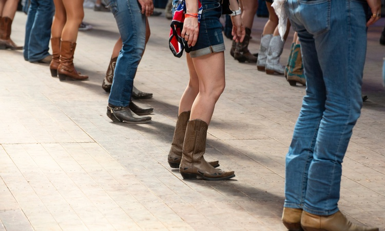 longhorn charter bus dallas cowboy boots dancing in country bar